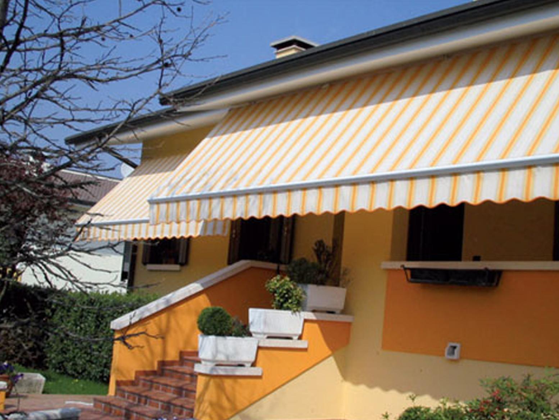 Vealtenda showroom produzione vendita di tende da sole for Tende per pergolati