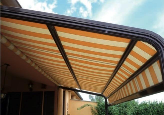 Tende Da Sole Con Guide Laterali.Vealtenda Showroom Aprilia Produzione Vendita Di Tende Da Sole
